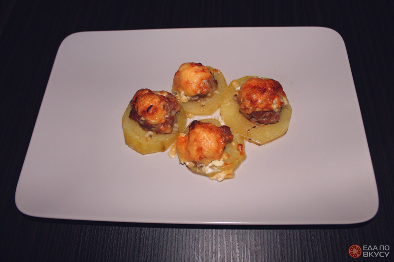 Запеченные кабачки с фаршем и сыром